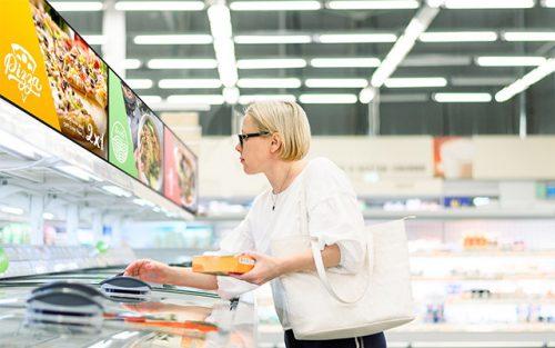 NEC BT412 reklāmas ekrāns vekalā vitrīna