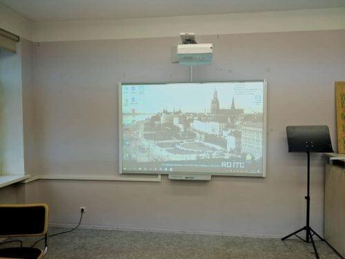 Interaktīvā tāfele SMART Board M686 ar NEC projektoru