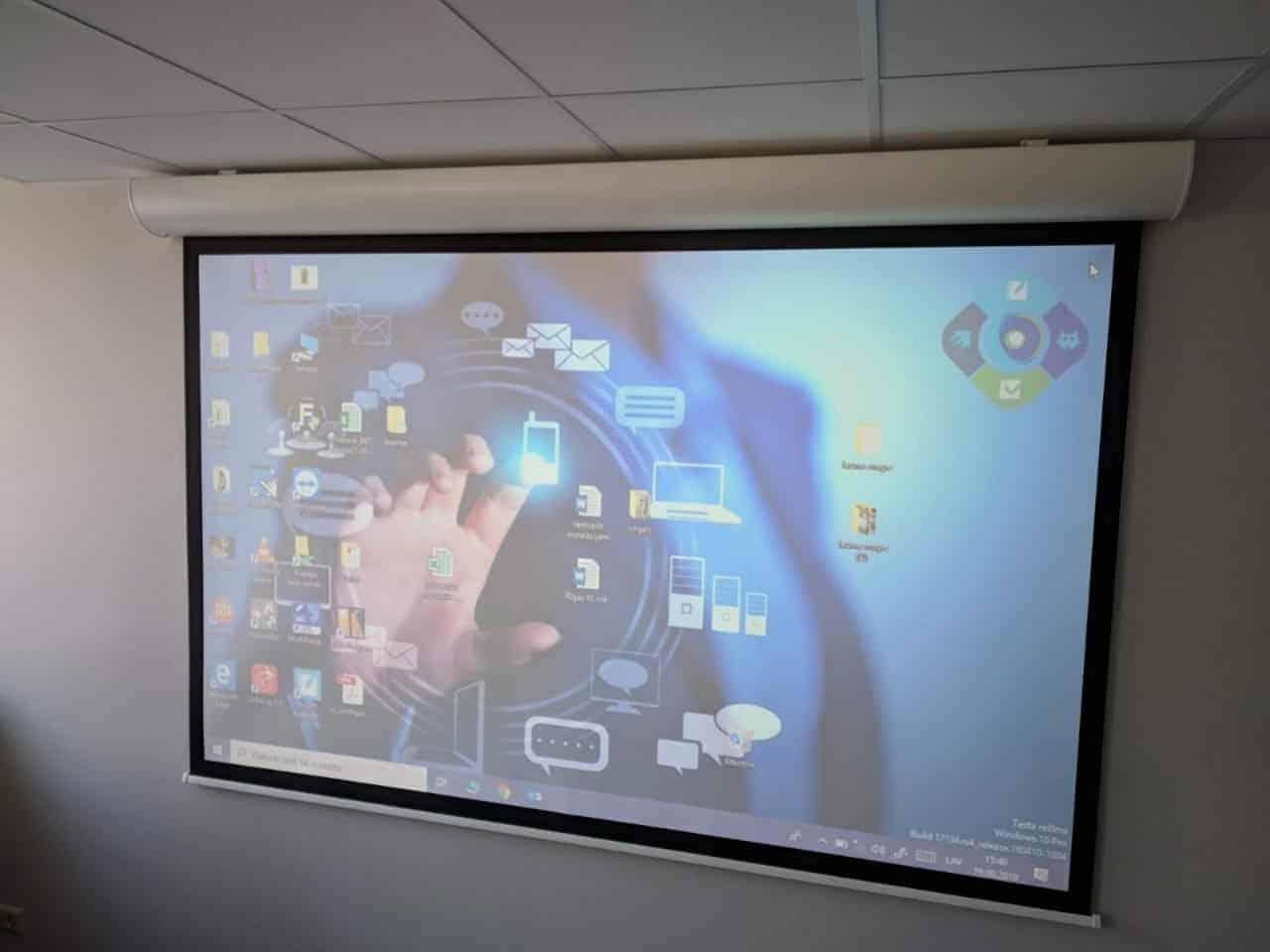 Projektoru un ekrānu uzstādīšana Grindeks