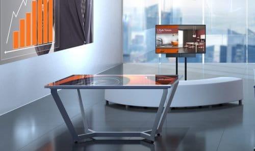 Interaktīvs skārienjūtīgs galds telpā